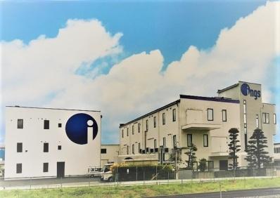 四王事業所全体の写真です。左が新館、右が本館です。