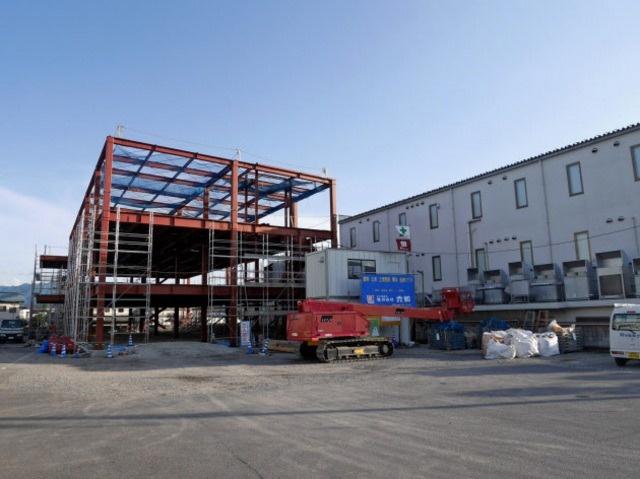 新聞に掲載いただいた工事現場の写真です。本社東側の社有地に新棟建設中です。