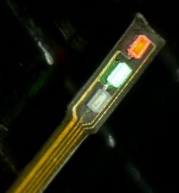 展示サンプル0.2x0.1mmチップ搭載